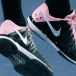 Federer busca sus pies